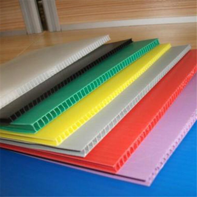 蜂巢板与中空板的对比